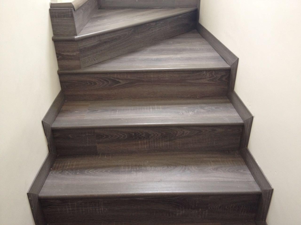 Forrar escaleras de madera perfect estilo rustico escalera rustica with forrar escalera de - Como forrar una escalera de madera ...