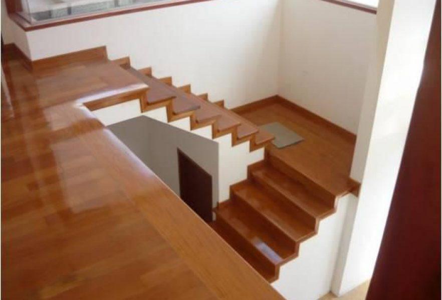 Duela en escaleras en monterrey tejas y duelas la galer a - Duelas de madera ...