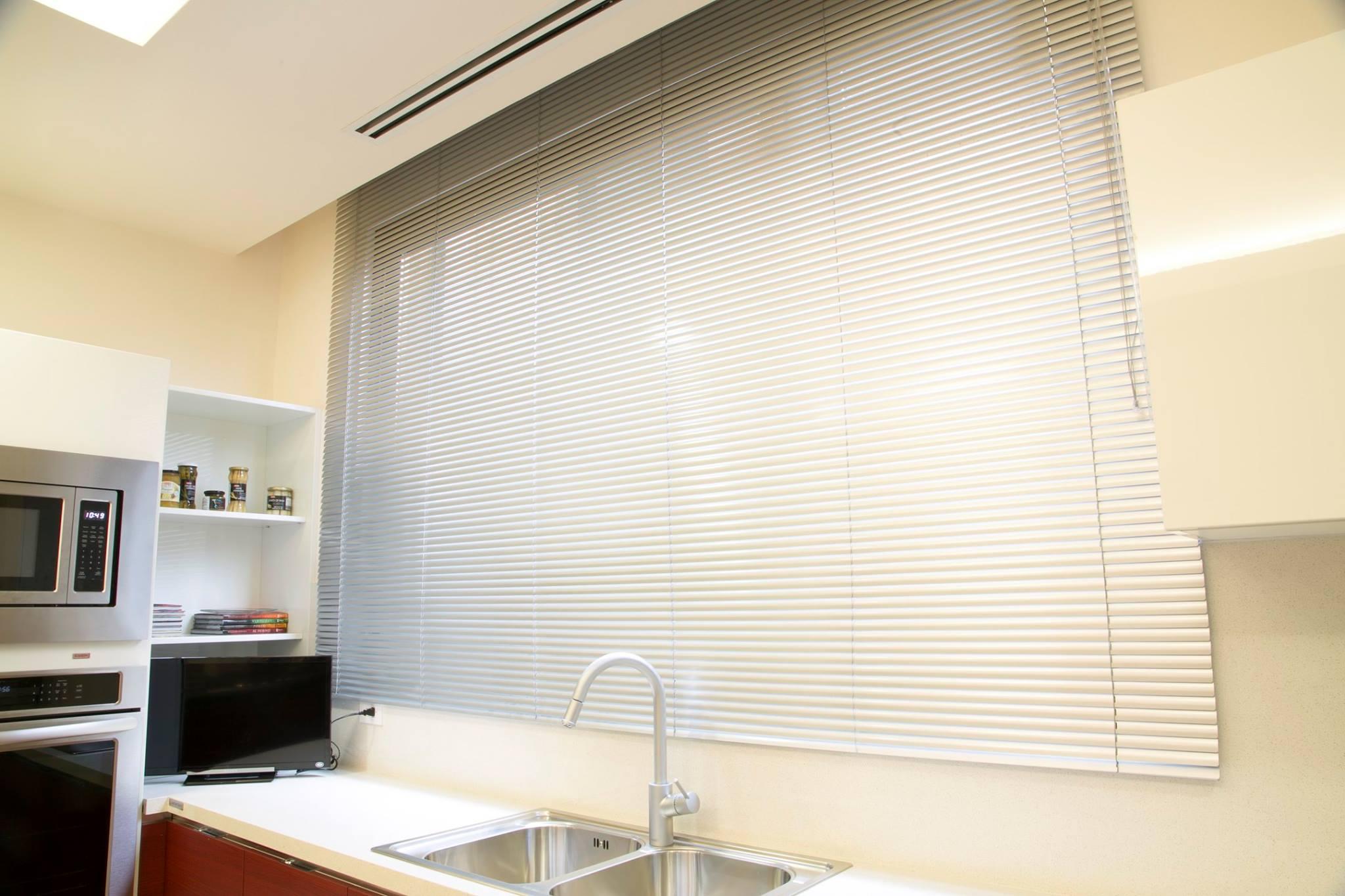 Persiana horizontal de aluminio monterrey tejas y duelas for Persiana de aluminio